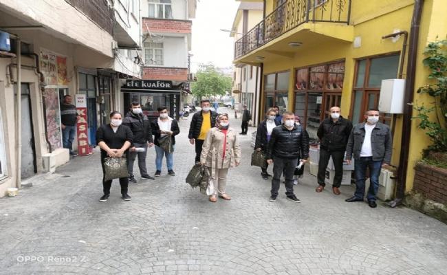Ak Parti Akçakoca Teşkilatı Maske Dağıttı