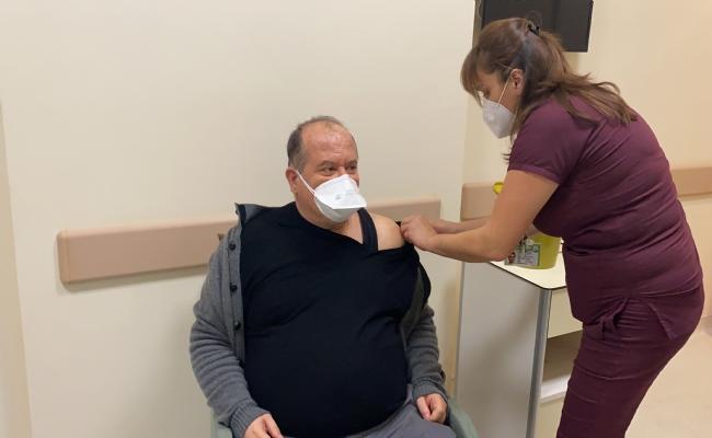 Düzce Üniversitesi Hastanesi'nde Covid-19 Aşısı Sağlık Çalışanlarına Uygulanmaya Başlandı